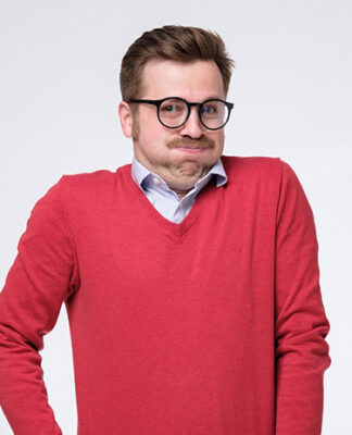 Jaka koszula do czerwonego swetra