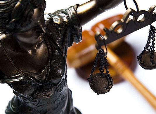 Co dokładnie warto wiedzieć o radcy prawnym